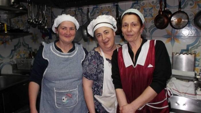 Osteria Tancredi, mamma Adriana e collaboratrici
