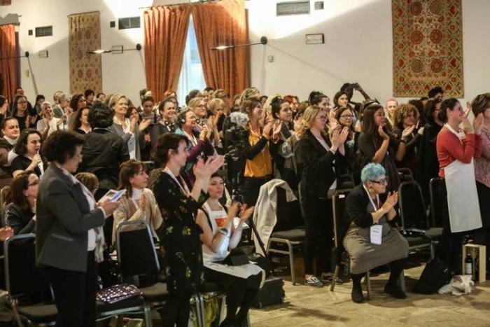 Parabere Forum, standing ovation per Vandana Shiva