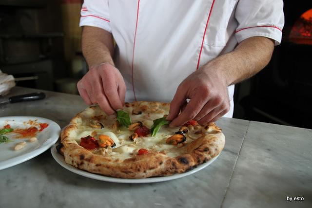 Regina 2 Pasquale Di Fiore.  Pizza cozze e fagioli.
