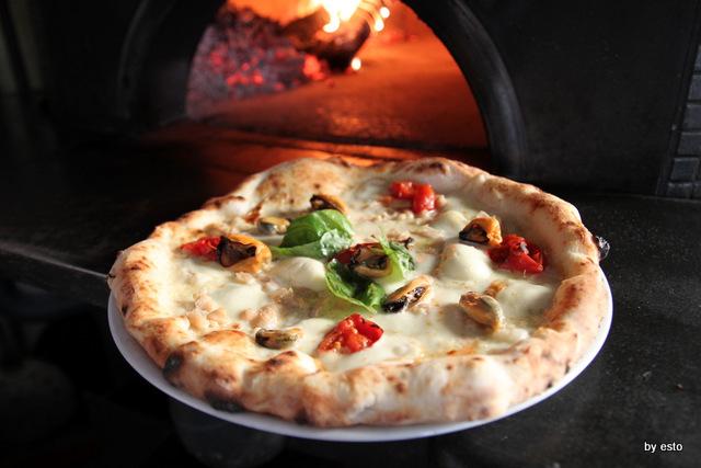 Regina 2 Pasquale Di Fiore. Pizza cozze e  fagioli