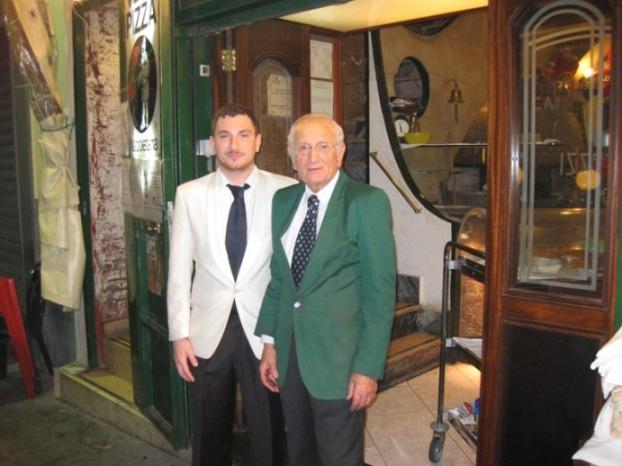 la Pizzeria Mattozzi di piazza Carità, Lello Surace con il figlio Paolo (gli attuali proprietari)