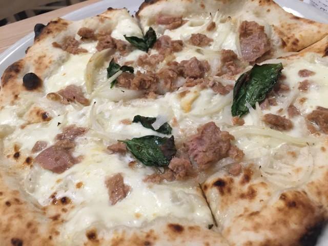 Pizzeria Alba al Vomero, pizza tonno e cipolla