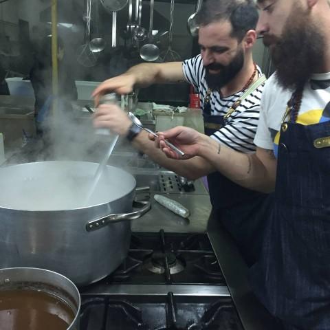 I Costardi alle prese con il risotto burro e parmigiano