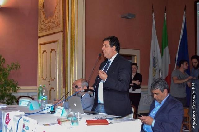 Luciano Pignataro durante la propria relazione