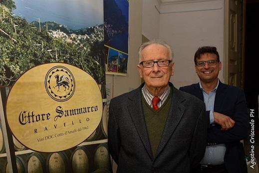 Ettore Sammarco con suo figlio Bartolo, a promozione della propria azienda vinicola