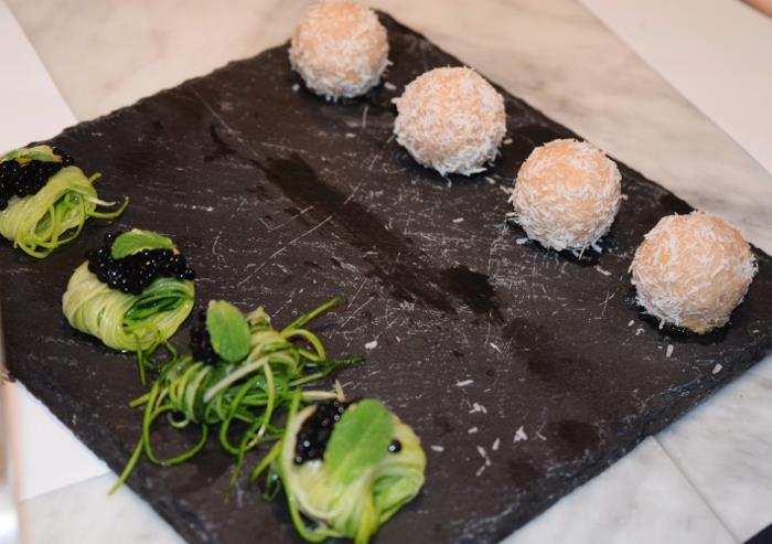 Finger food Tagliolini di zucchine alla scapece con caviale di tartufo e Raffaello di foie gras