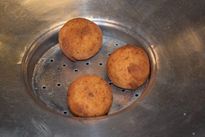 Gli arancini con risotto di robiola e speck d'oca