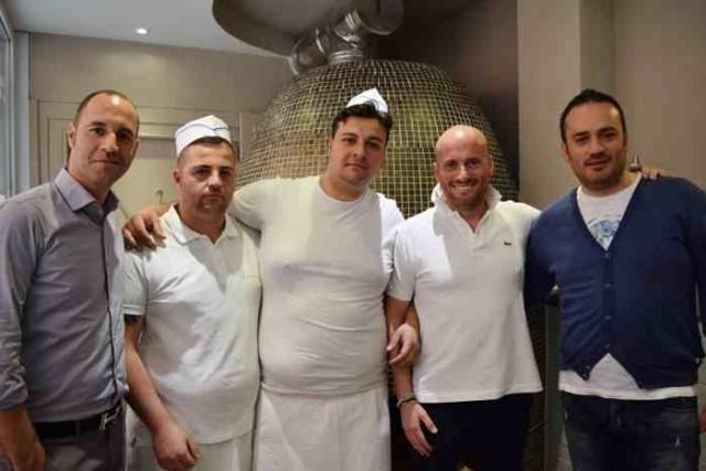 Il direttore Claudio Toriello, il pizzaiolo Fausto Tramontano con il fornaio, Ciro Di Meglio e Giuseppe Di Meglio
