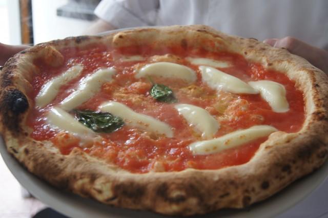 La pizza margherita preparata da una allieva