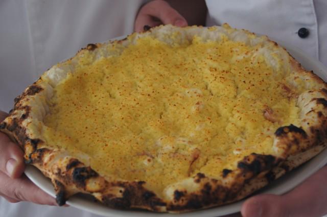 La pizza Fiocco preparata da una allieva