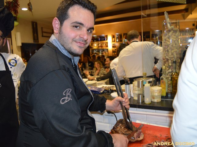 Luciano, Francesco e L'Insolito Pasto da Braceria Bifulco. Luciano Bifulco all'opera