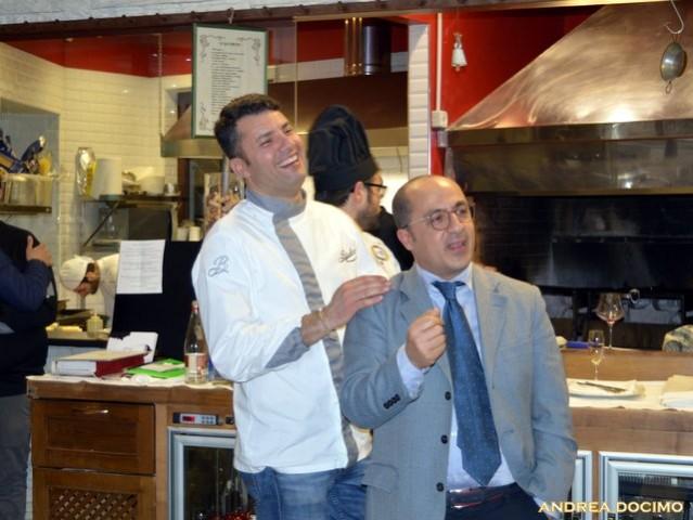 Luciano, Francesco e L'Insolito Pasto da Braceria Bifulco. Salvatore Annunziata e Sergio Sbarra per una foto che esprime perfettamente il clima di convivialità che si respirava nel locale.
