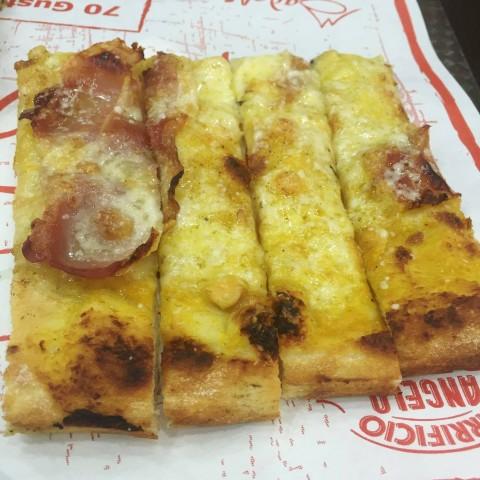 Madalè, Pizza con crema di zucca, speck tirolese e parmigiano reggiano