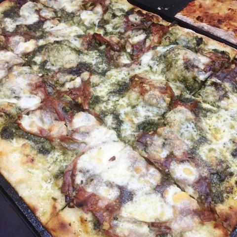 Madalé, Pizza con mortadella e pesto di ortiche