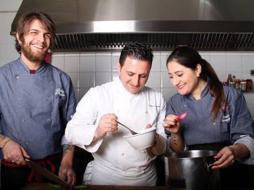Public House-Burger Gourmet ft. Domenico Iavarone. Da sinistra, Tullio Diglio, Domenico Iavarone e Ornella Buzzone