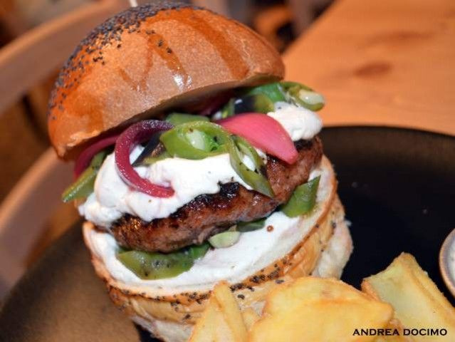 Public House-Burger Gourmet ft. Domenico Iavarone. Il panino Terra Mia.