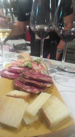 Taglieri con Pecorino Carmasciano, salame Napoli e pancetta di Pedrazzoli, sopressata di Gioi e fave fresche