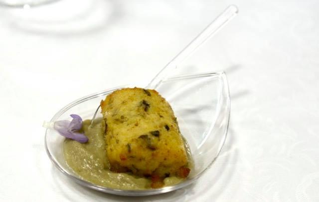 Tronchetto di ricotta profumato alla menta su crema di carciofi  di Ines Cafaro