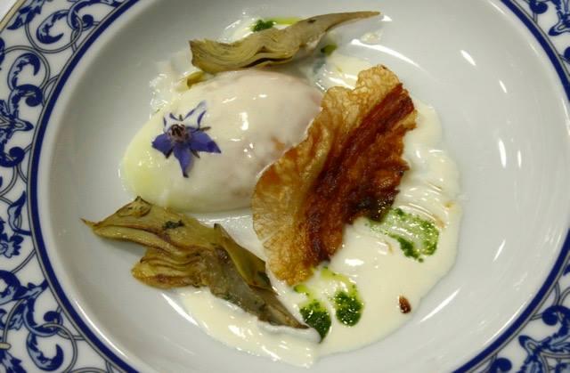Uovo cotto lentamente con Carciofo Bianco di Pertosa, guanciale e fonduta al caciocavallo di grotta di Tommaso Morone
