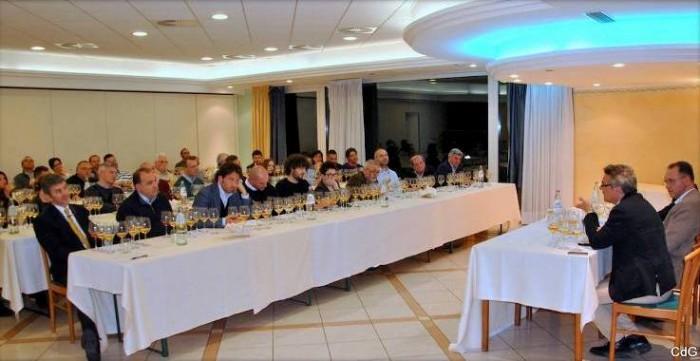 Verticale di  Trebbiano d'Abruzzo Doc c'Incanta, la sala dell'Hotel Miramare a Pescara