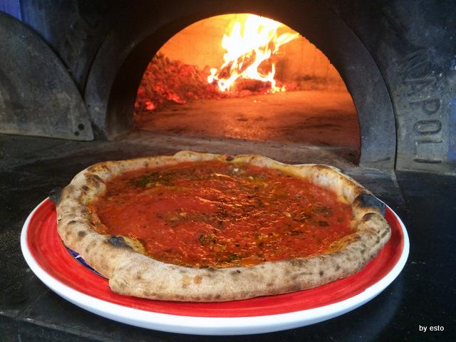 Vesi al Lungomare. Giuseppe Vesi pizza marinara