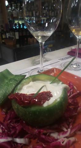 Zucchina al vapore ripiena di burrata e pomodoro san marzano secco