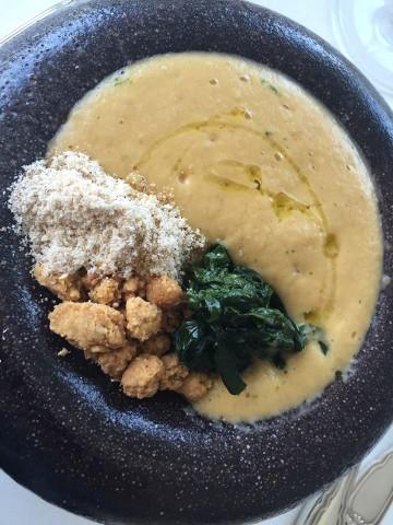 Gennaro Esposito, spuma di ceci, crumble al sesamo e broccoli foglie d'ulivo