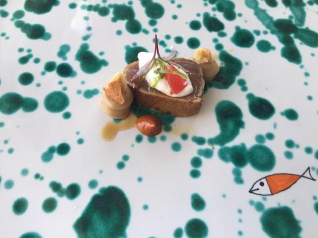 Gennaro Esposito, palamita affumicata, 'nduja e crema di tarallo di Ageroladi Cetara e composta di pomodori verdi e frutto della passione