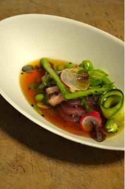 Shabu shabu mediterraneo di tonno in consommé di carne orientale