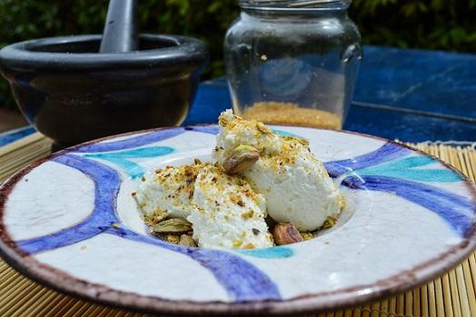 FIOR DI FANTASIA- Quenelle di ricotta di pecora con granella di pistacchi salati e zucchero di canna