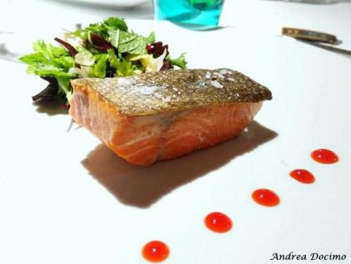 Antica Osteria Marconi. Filetto di salmone selvaggio dell'Alaska con insalatina al gin e riduzione d'arancia rossa