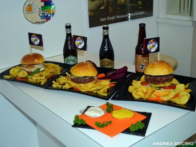 B-Zone & La Taverna di Bacco. Il Panino di Cristiano con Teo Musso. Panini, birre e salse artigianali per la serata dell'inaugurazione