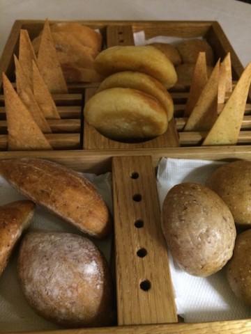 Cestino di pane fatto in casa