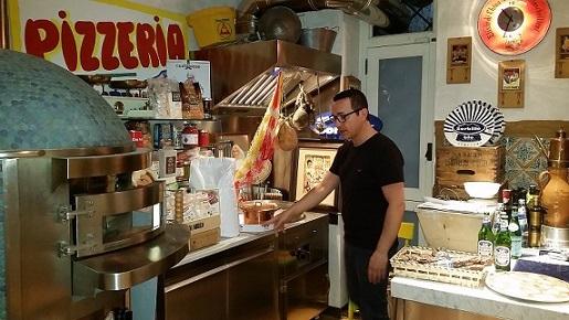 GINO SORBILLO, La cucina della Casa della Pizza