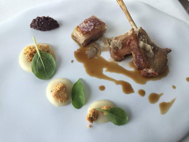 Gennaro Esposito, agnello Laticauda, crema di patata affumicata e biscotto all'aglio e tartufo