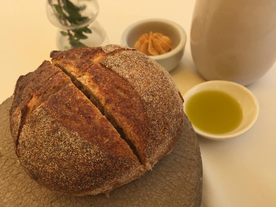Osteria dell'Orologio, pane, olio e burro alla paprika