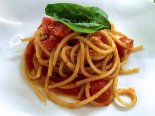 Dessert in perfetto stile Albert Sapere: spaghetto al pomodoro