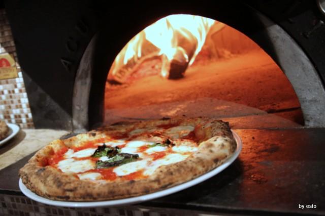 Pizza Cucina Caffe Ivan Di Leva  Pizza Margherita