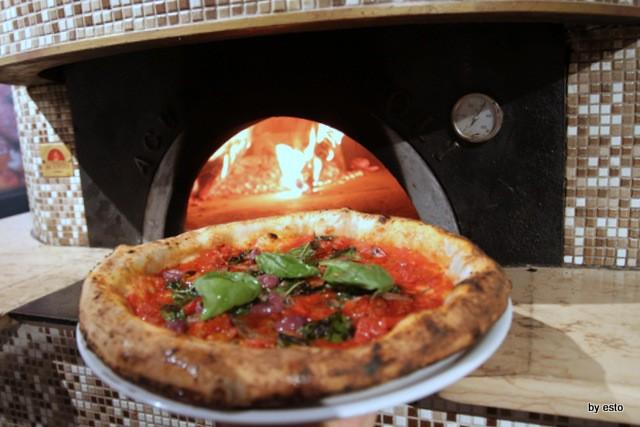 Pizza Cucina Caffe Ivan Di Leva Pizza Marinara con olive acciughe