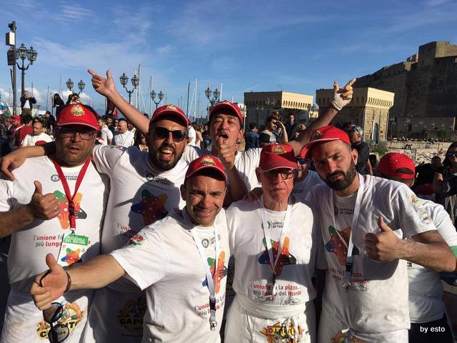 Pizza  Guinnes Napoli la pizza piu lunga  del  mondo