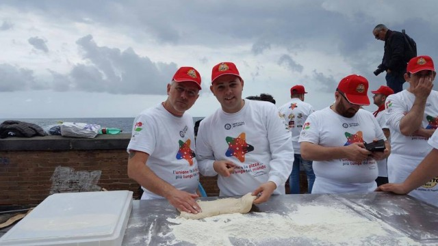 Pizza  Guinnes World Records  lungomare di Napoli
