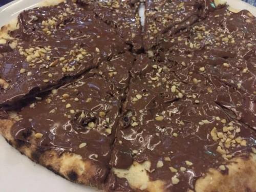 Pizza dolce con nutella