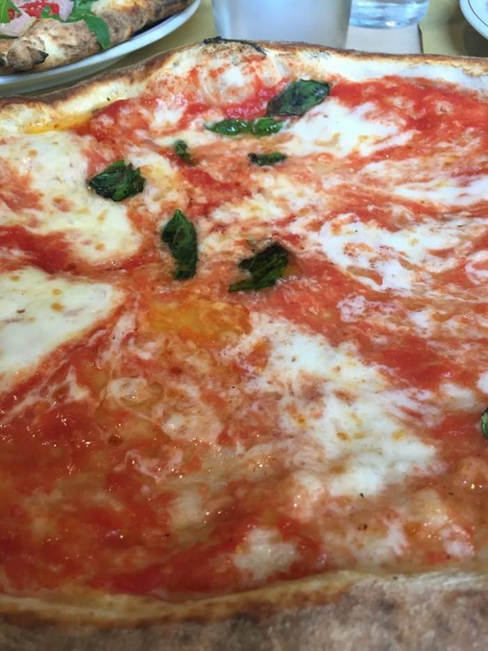 Pizzeria di Napoli, la margherita