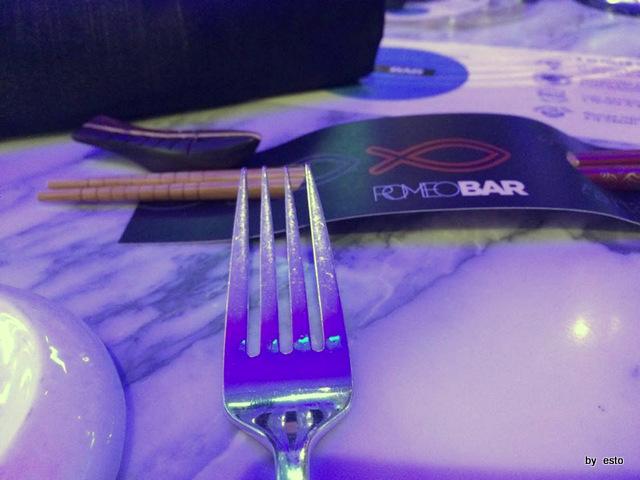 Romeo Bar  Sushi hashi e forchetta