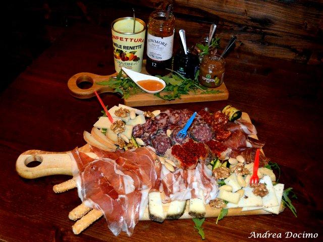 Sturgis Beerhouse a Brusciano. Il ricco tagliere