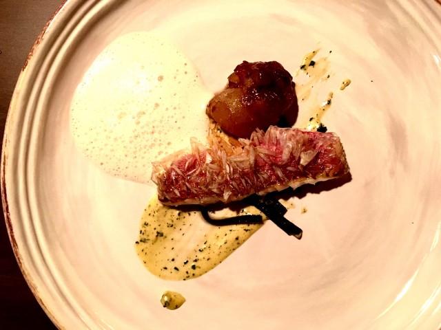 Triglia, coda di maiale, succo di cioccolato bianco, alghe 2009