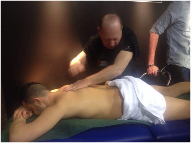 il Prof. Serra durante l'esecuzione del Dream Massage