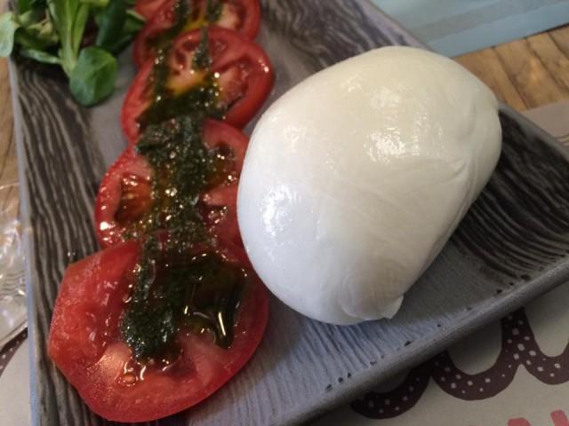 Mò Mò, mozzarella e pomodori