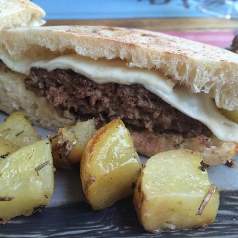 Mò Mò, hamburger di bufalo