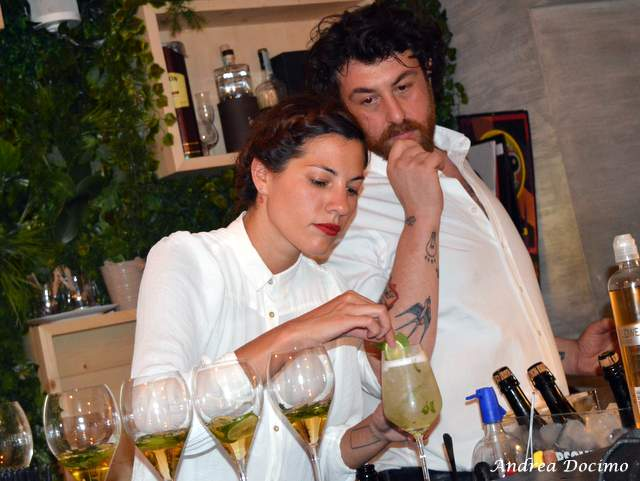 1 CHEF, 2 STELLE, 3 PANINI con Francesco Sposito da 12 Morsi. Making of del cocktail Hugo